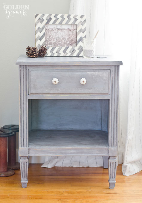 Milk Paint End Table in Dried Lavender #mmsmilkpaint #driedlavender