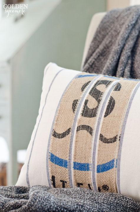 Custom Burlap Pillow Tutorial
