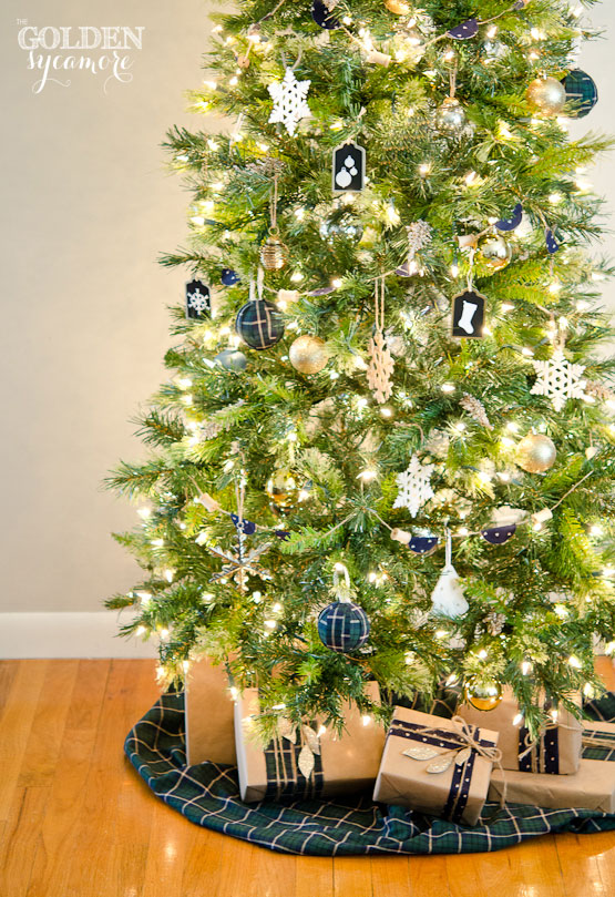 neutral christmas tree with pops of navy and black - Navy And Gold Christmas Decorations