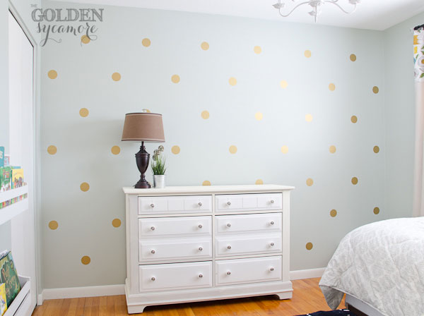 Diy gold polka dot wall the golden sycamore for Girls bedroom paint ideas polka dots