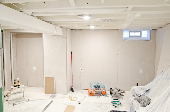 white painted ceilings and drywall in the basement the golden sycamore rh thegoldensycamore com