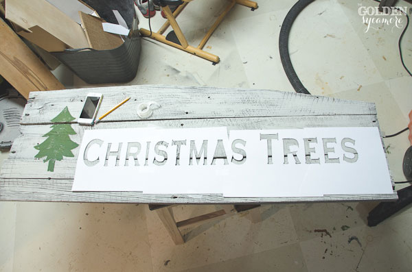 How to make a Christmas tree sign out of old barn wood - thegoldensycamore.com