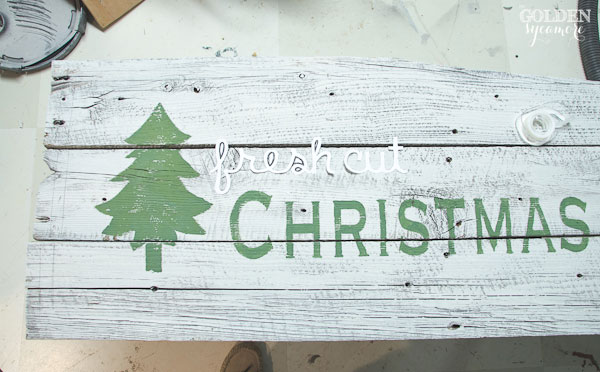 How to make a vintage looking barn wood sign - thegoldensycamore.com