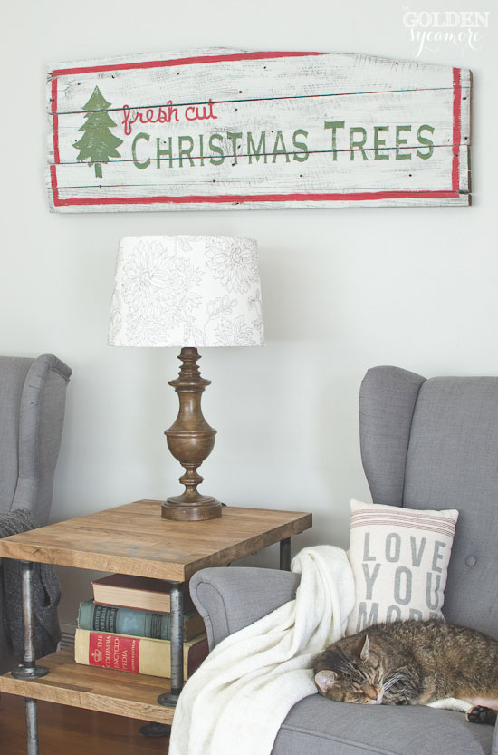 DIY vintage fresh cut Christmas trees sign - thegoldensycamore.com