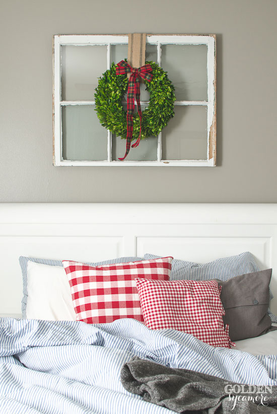 Unmade Christmas bed & boxwood wreath with plaid bow - thegoldensycamore.com