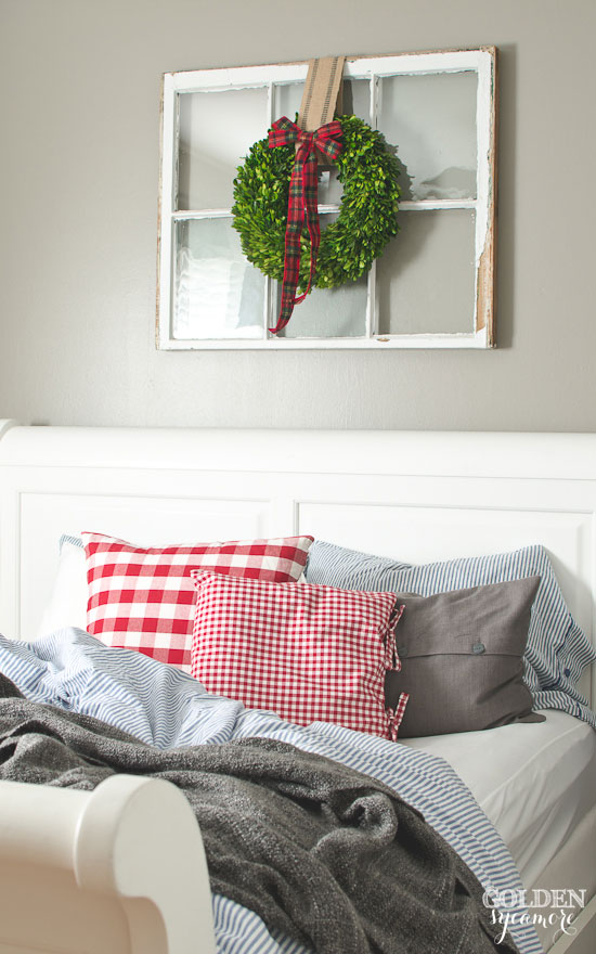 Unmade Christmas bed - thegoldensycamore.com