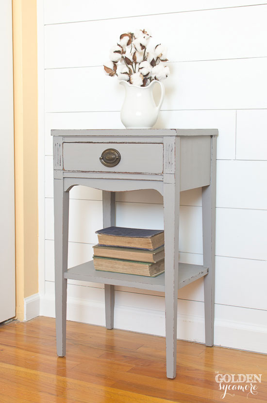 Cute cottage style painted end table - thegoldensycamore.com
