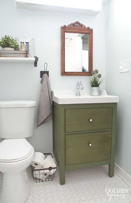 Lovely Blue white and green cottage bathroom thegoldensycamore