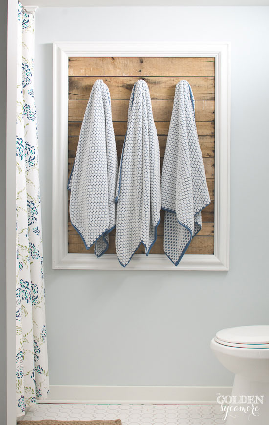 Clever Way To Hang Bathroom Towels   Framed Old Pallet Boards    Thegoldensycamore.com