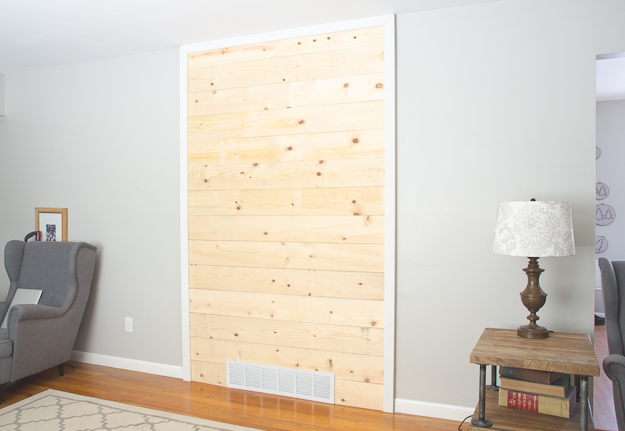 DIY wood plank accent wall - thegoldensycamore.com