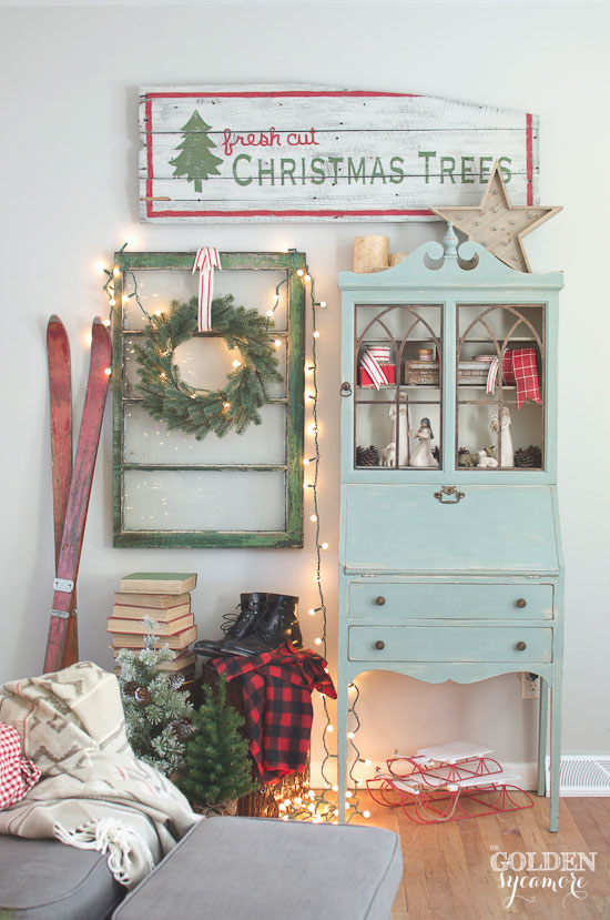 Vintage, cozy, lodge Christmas decor