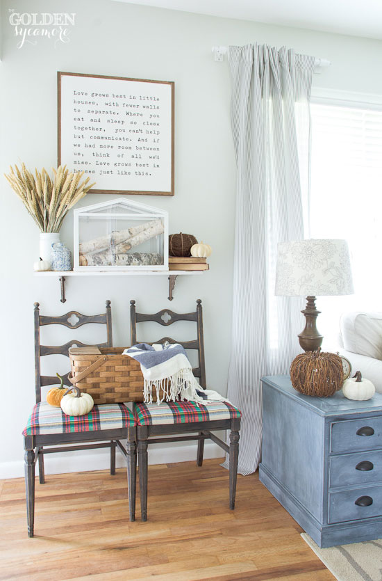 Neutral fall entryway with blue accents