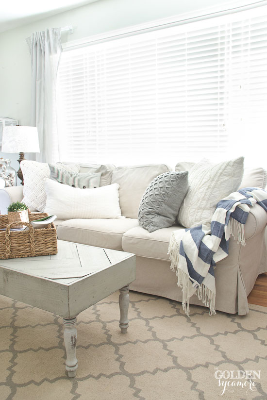 Beautiful neutral cozy cottage living room decor